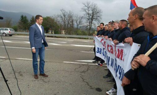 Đurić obišao Srbe koji pešače sa KiM: Uvek uz predsednika Vučića!