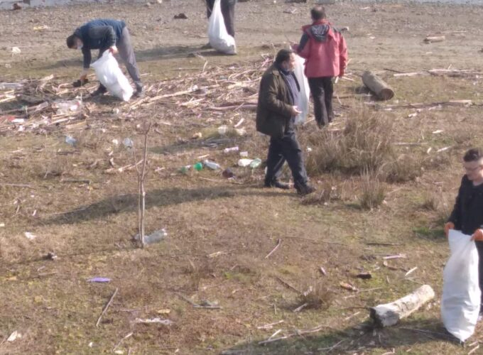 Meštani sela Zlatari u akciji čišćenja prioblja jezera Ćelije