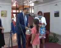 Školski pribor na dar učenicima Romske nacionalnosti