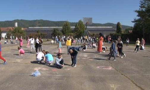 Učenici bruske osnovne škole u obeležavanju Dečje nedelje