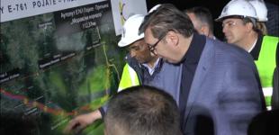 Predsednik Srbije Aleksandar Vučić obišao noćne radove na Moravskom koridoru